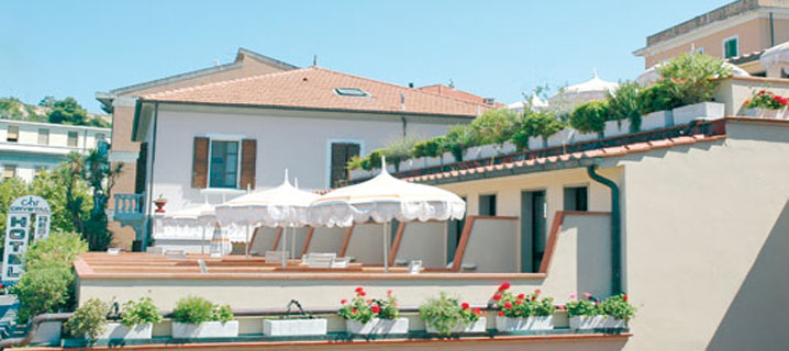 http://www.elbaisola.net/images/userfiles/foto-hotel/23-Toscana/Residence_Crystal/residence-crystal-top.jpg